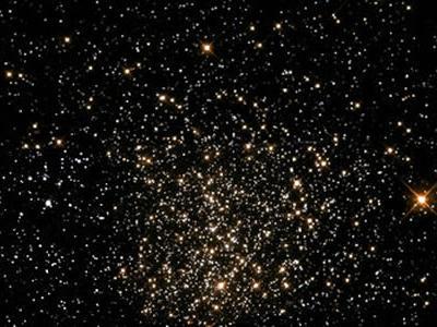 基于哈勃空间望远镜对中等年龄星团的观测研究颠覆星团演化的传统理论认知
