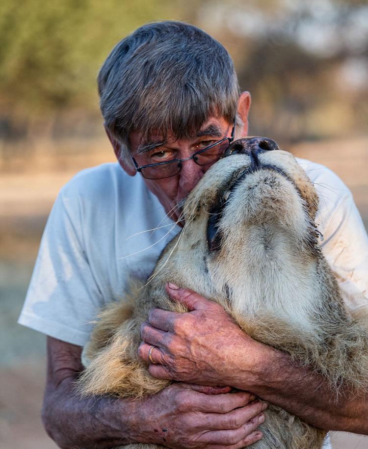 """除了狮子""""宰恩""""外,索尔姆家中还养了另外18只狮子、美洲豹、非洲猎豹等。"""