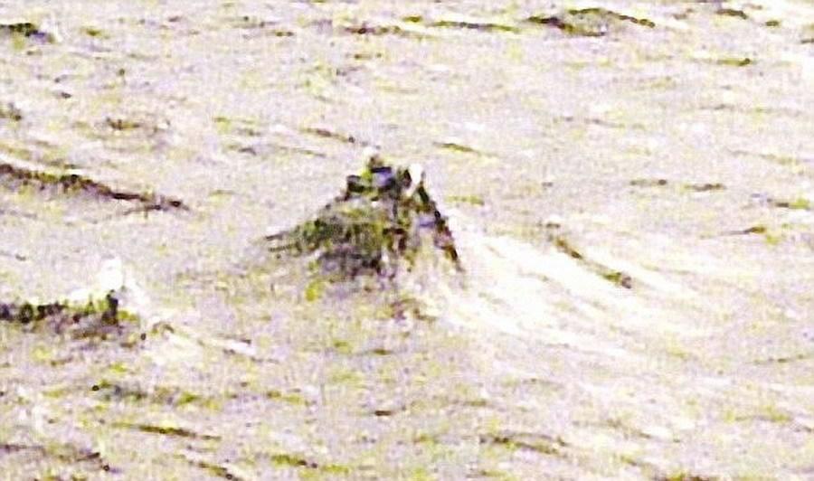 超自然研究员乔纳森-布赖特拍摄这张照片,他深信尼斯湖水怪真实存在。