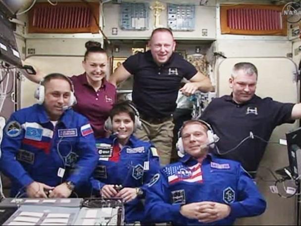 国际太空站上的6名太空人