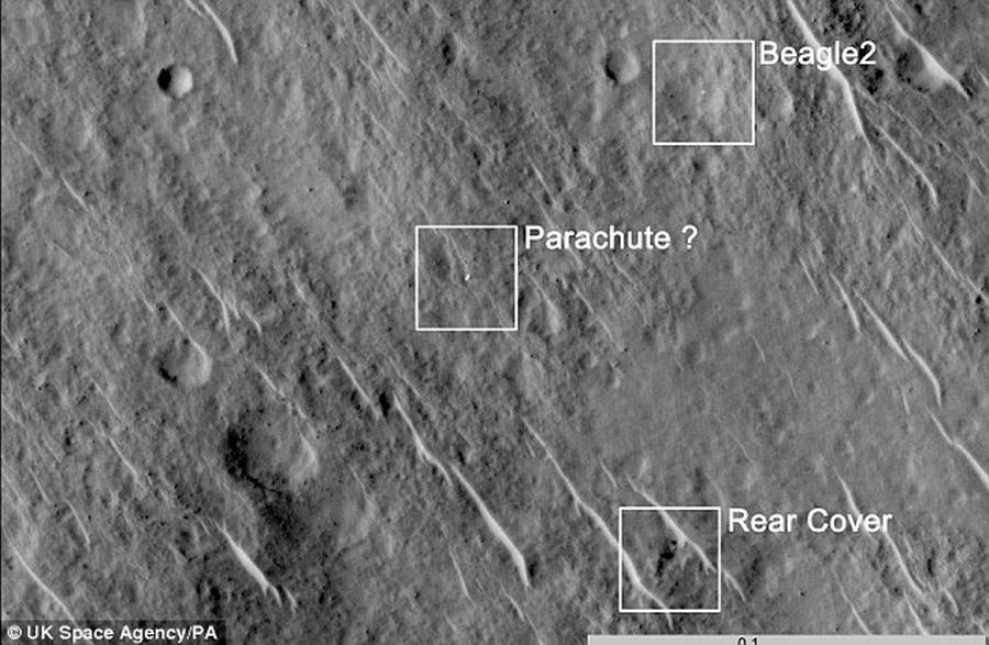 """1月16日,欧洲航天局局长雅克-多尔丹宣称,12年前英国""""猎犬兔2号""""火星登陆器任务并未失败,最新观测发现这个登陆器安全着陆火星表面,只是与地面失去联系。如图所"""