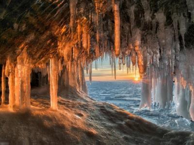 俄罗斯摄影师深入西伯利亚奥利洪岛冰之世界