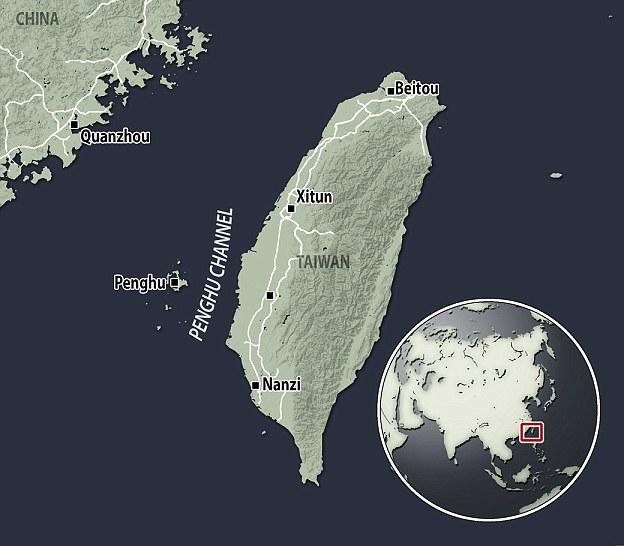 """如图所示,这是打捞到""""澎湖下颚骨""""化石的澎湖水道,这里曾经是亚洲大陆的一部分。目前,科学家表示,大约55000年前现代人类抵达该地区之前,当时这里可能生活着早期"""