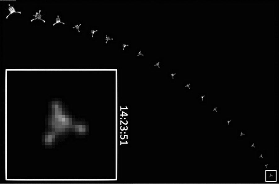 """目前,欧洲航天局最新公布""""菲莱""""探测器着陆67P彗星的17张照片,呈现该探测器从距离彗星表面22.5公里处的降落过程,它是于2014年11月12日着陆在67P彗"""