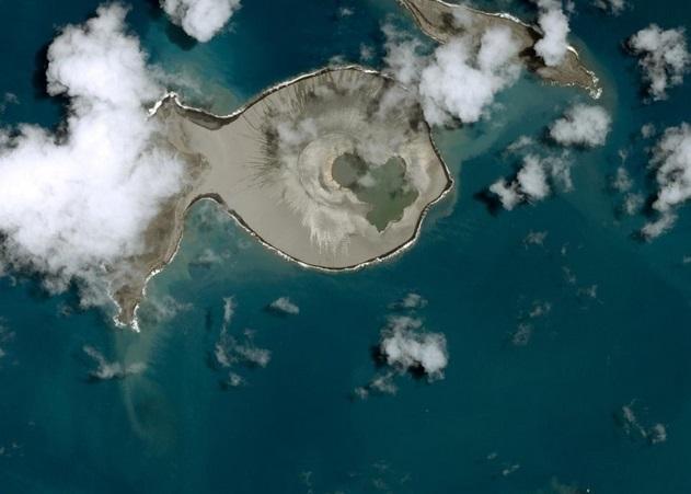今次爆出的新岛屿,外形酷似一条鱼。