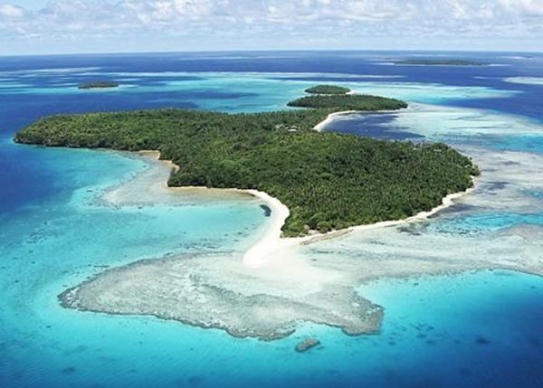 """这个""""鱼型岛""""邻近汤加(图)。"""