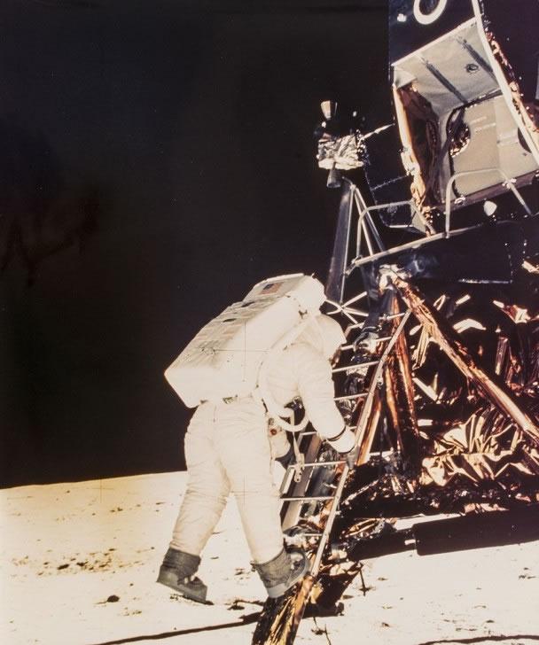 阿尔德林是第2位登陆月球的人