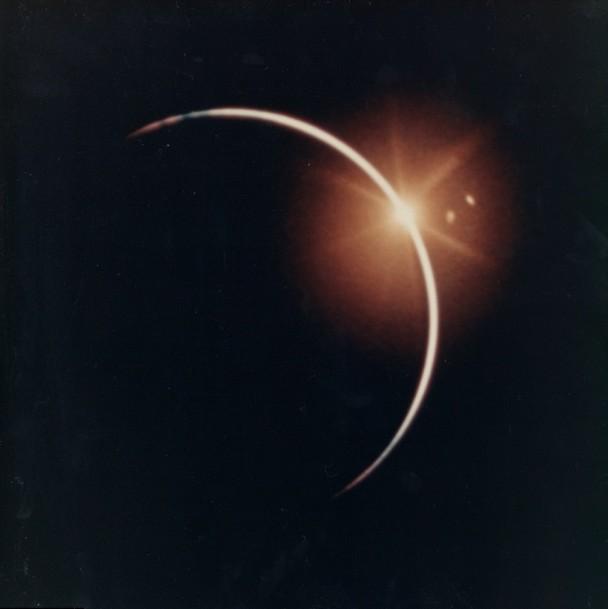 NASA包括日蚀的珍贵照片即将拍卖