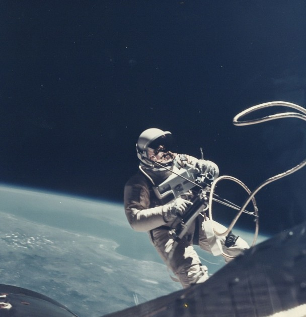 美国太空人首次太空漫步