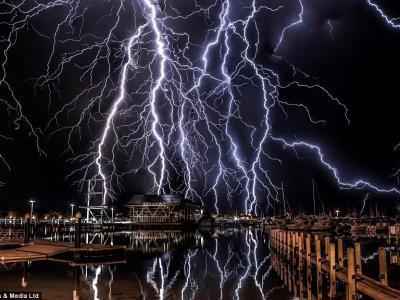 风暴追逐者在澳大利亚珀斯附近捕捉到一组令人惊叹的闪电照片