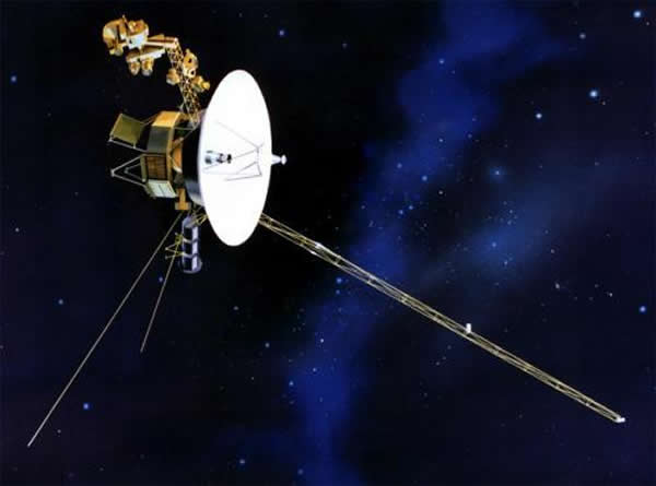 图为艺术家绘制的旅行者2号离开太阳系时的概念图。今年,我们将见证旅行者2号追随其兄弟的步伐,离开我们的太阳系。