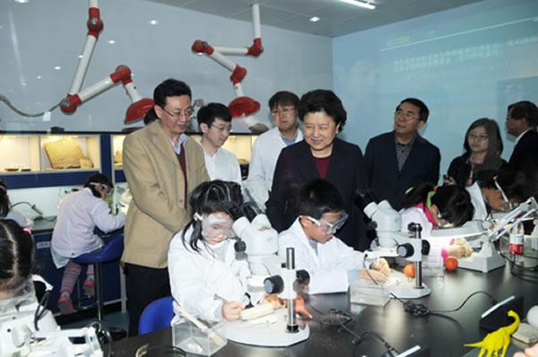 参观中国古动物馆达尔文实验站