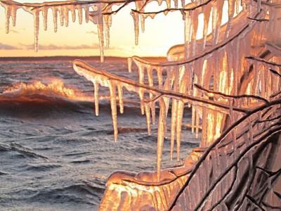 加拿大魁北克省冬日黄昏 溶冰如发光宝石