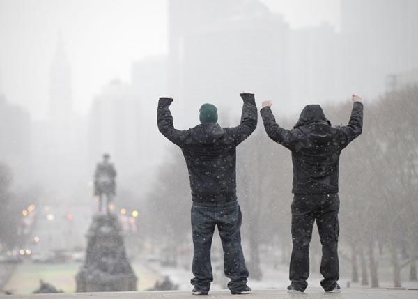 2名游客在宾夕凡尼亚州费城。