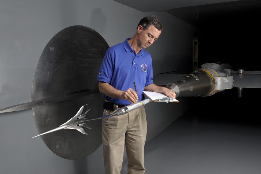 美国宇航局局长查尔斯•博尔登说,我们应该感谢航空咨询委员会的技术传承,经过100年的发展,我们现在能够告诉全世界,每一架美国飞机、每一个飞行塔台都有