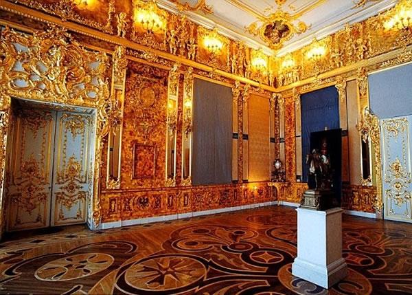 """俄国在战后仿制""""琥珀厅"""",依稀可见昔日的辉煌。"""
