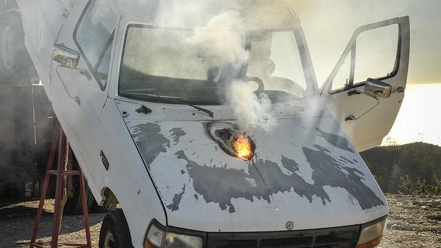 美国洛克希德马丁公司的新型激光武器成功击毁1英里外的汽车引擎