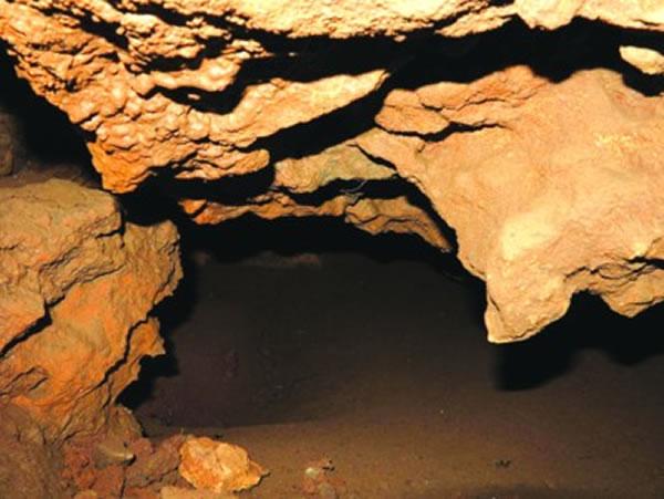 保存相对完好的华龙洞