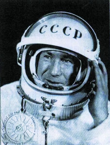"""人类首次太空行走50周年:前苏联航天员阿里克谢·列昂诺夫首次""""走入""""太空"""