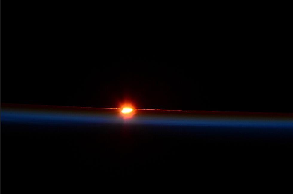意大利宇航员萨曼莎从国际空间站拍到的日食奇观