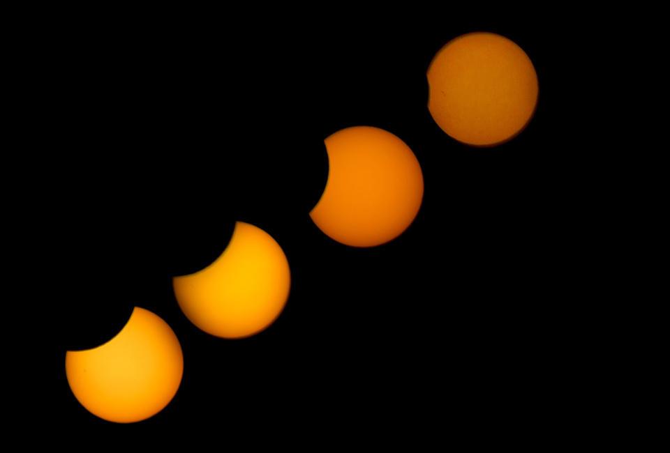 当地时间2015年3月20日,毛里塔尼亚努瓦克肖特,当地出现日偏食奇观。