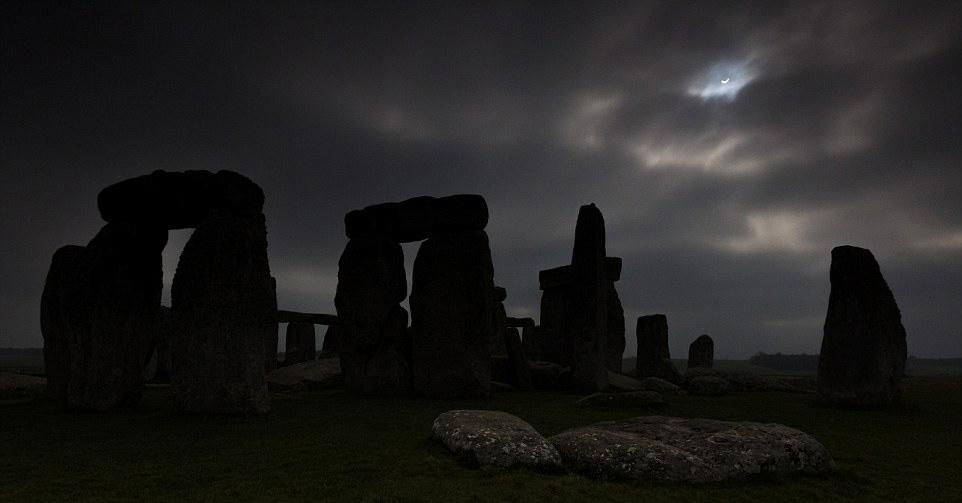 在巨石阵看到的日偏食