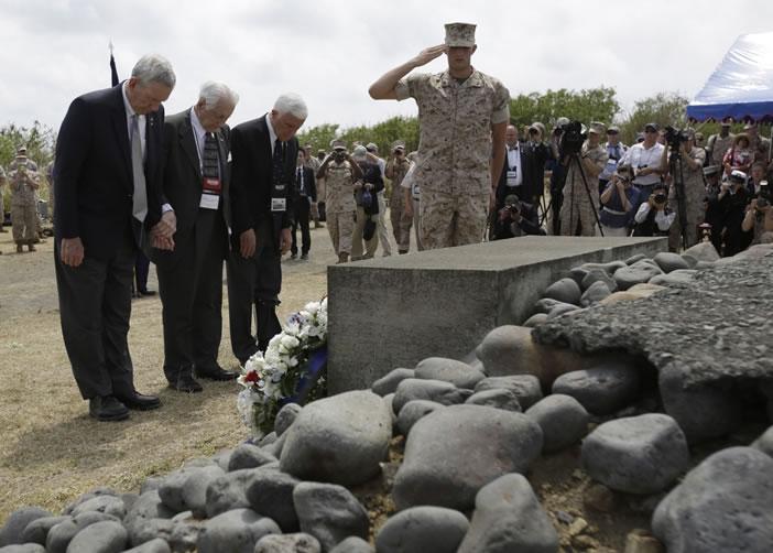 退役美国老兵向阵亡同袍致敬