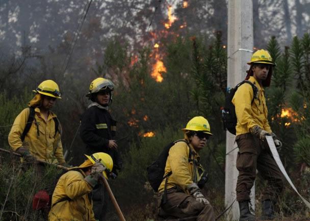 消防员已控制火势