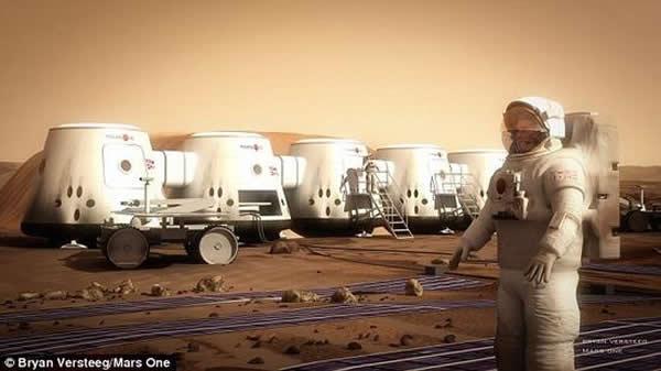 """""""火星一号""""移民计划的一幅概念图,栖息地和火星车处在背景中。将由谁制造这些栖息地目前还是一个未知数。从外观来看,它们与SpaceX公司计划研制的""""红龙""""太空舱类"""