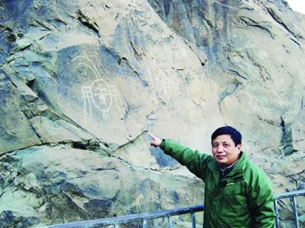 冯伟民考察贺兰山史前岩画
