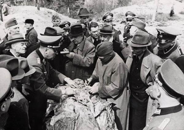 屠杀现场被发现的场景