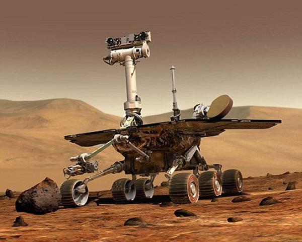 """利用""""机遇""""号所拍照片拼接而成的全景图,展示了壮观的火星地貌。3月24日,这辆长寿的火星车行进了153英尺(约合46.5米),总行进距离达到约42.195公里,"""
