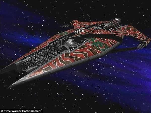 科幻电视剧集《巴比伦5号》中的外星飞船。科学家指出近光速飞行的外星飞船会与宇宙微波背景发生交互作用。宇宙微波背景是大爆炸后瞬间的残余,随着宇宙的膨胀散布到整个宇