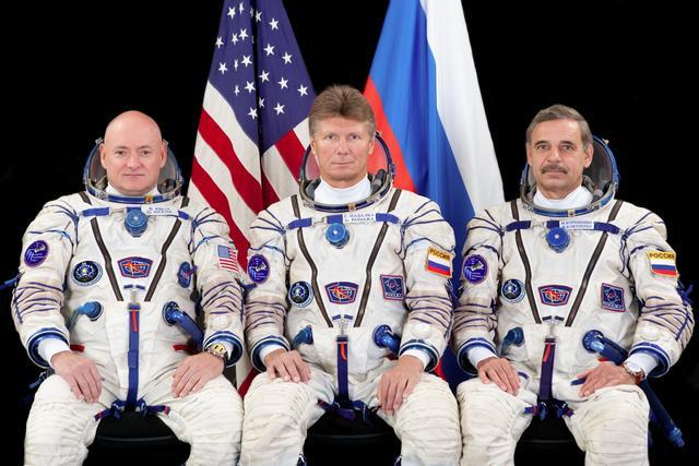 接受任务的三位宇航员