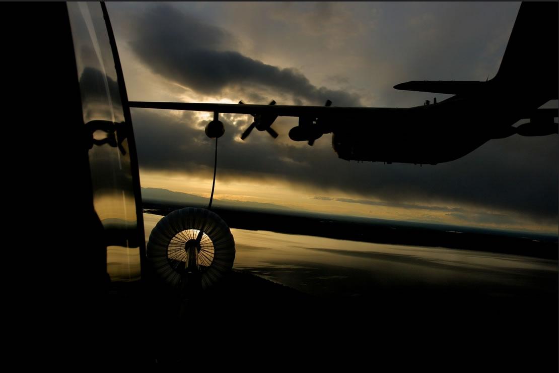 客机空中加油可将长途航班耗用的油料减少近1/4