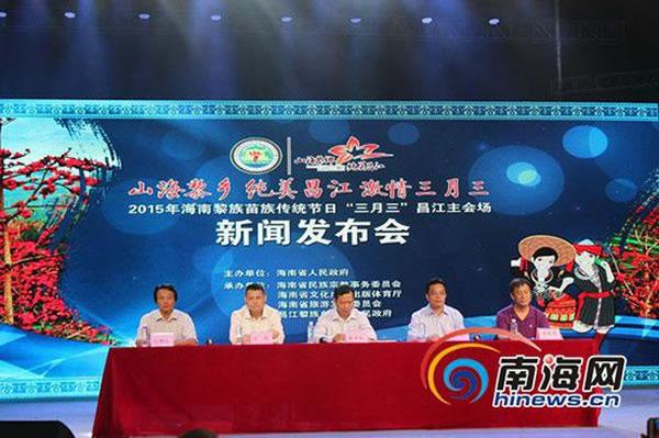 发布会现场,右一为中国科学院古脊椎动物和古人类研究所研究员李超荣