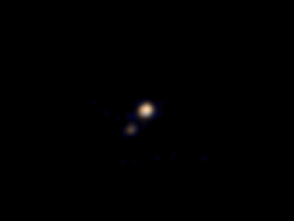 "NASA公布""新视野号""探测飞船拍摄的冥王星及其卫星卡戎星的首张彩色照片"