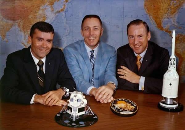 阿波罗13号的三名宇航员:登月舱驾驶员弗雷德·海思(Fred Haise),指令舱驾驶员杰克·斯威格特(Jack Swigert)以及任务指令长吉姆·罗威尔(J
