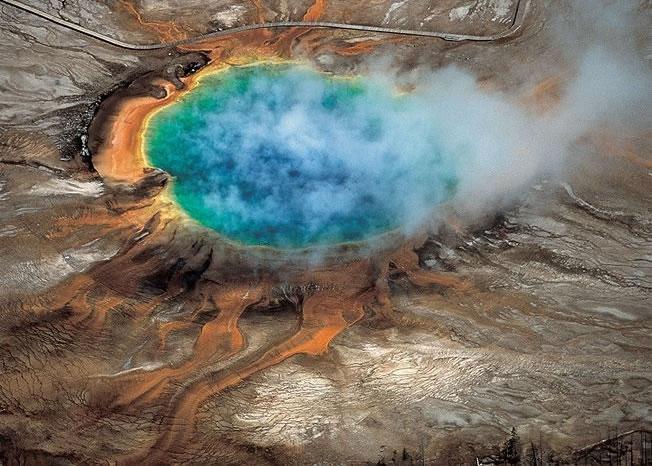科学家发现黄石国家公园地底下有一个巨大的滚烫熔岩库。