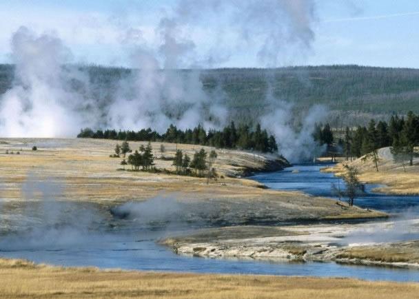 黄石国家公园地底的岩浆库可注满11个大峡谷的面积。