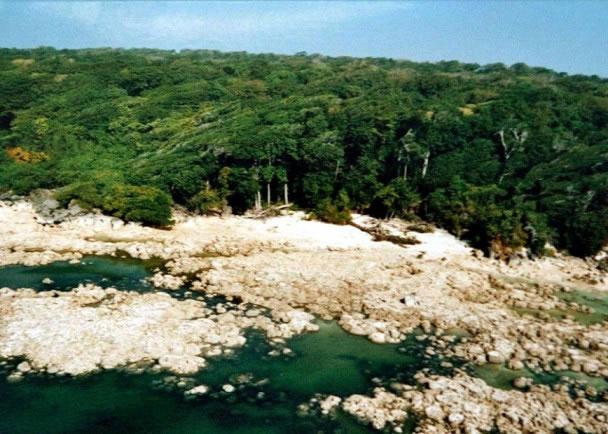 岛上的风土人情、语言、文化、习俗,至今仍未被揭开。