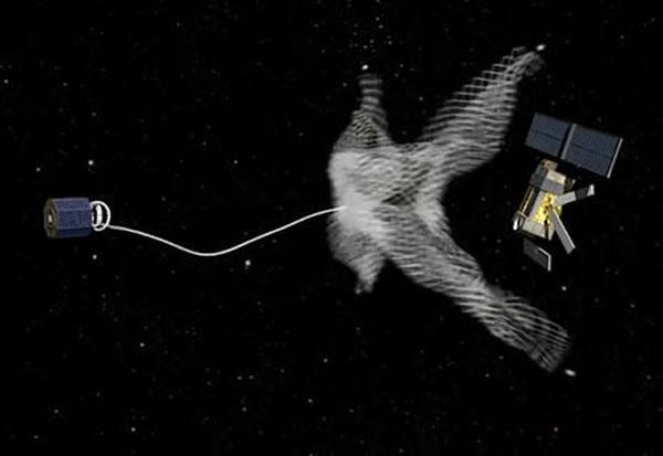 欧洲航天局在失重环境下测试利用渔网捕捞太空垃圾的技术