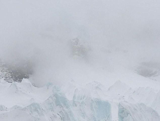 遇到雪崩,你能冷静实践逃生之道吗?