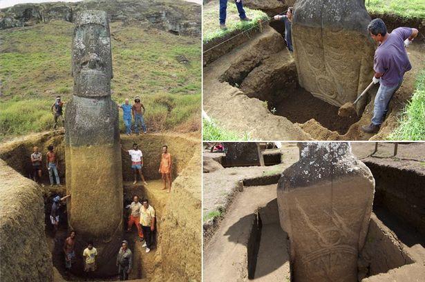 科学家挖出地上泥土,可见毛埃石像背后刻有图案。