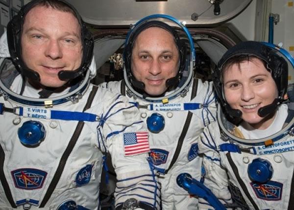 (左起)维特斯、希卡普罗夫及克里斯托弗雷蒂已返回地球。