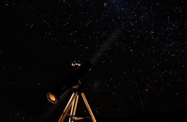 6月下旬,北半球将迎来夏至,届时夏季大三角成为夜空中的标志