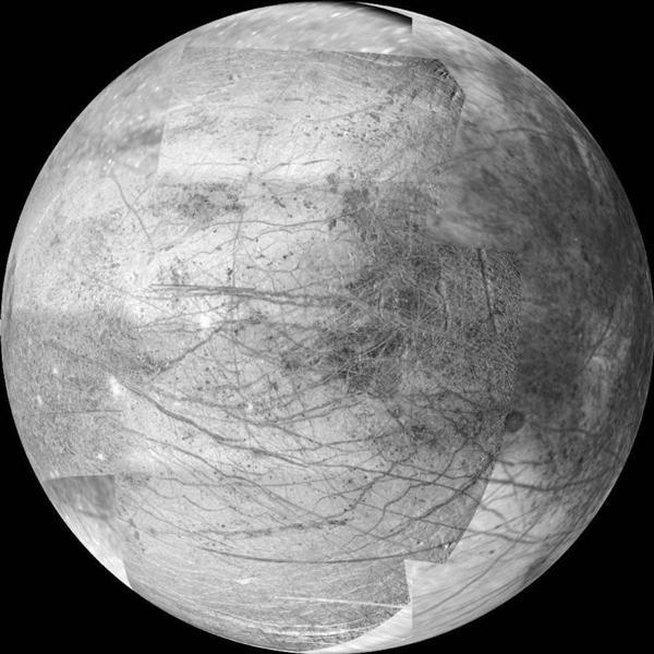 上世纪90年代末的伽利略任务中,探测器对木卫二上的冰层进行了分析,发现其冰下存在海洋