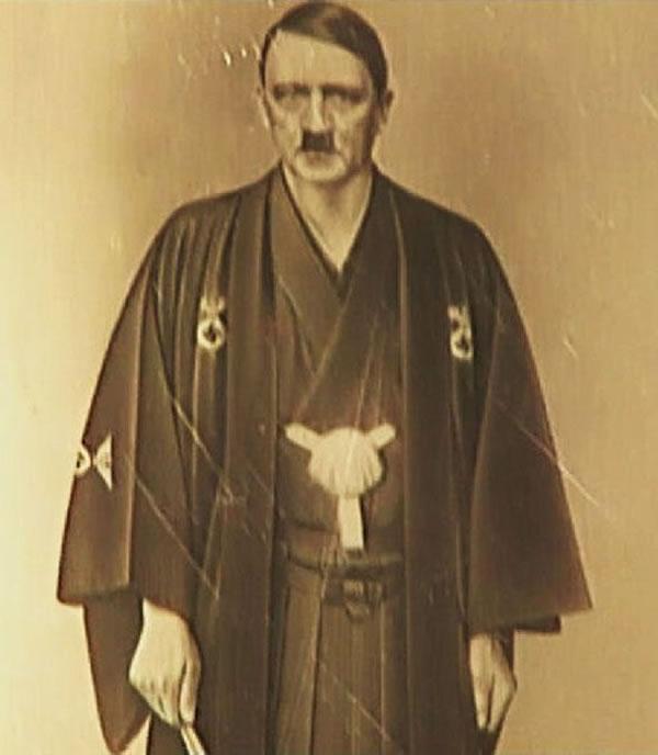 希特勒身穿宽松和服的罕见照片曝光