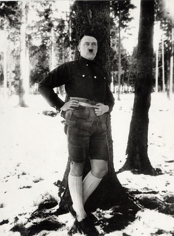 希特勒穿短裤照片,相当罕见。