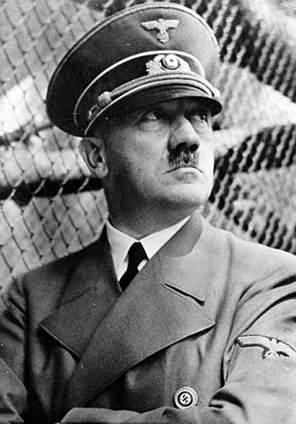平常看到的希特勒穿军服照片